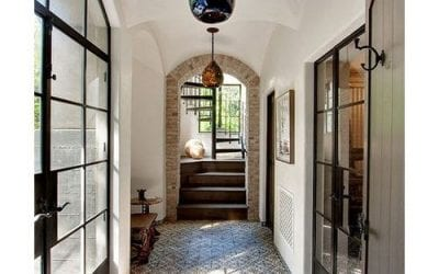 8 ideas about how to decorate and make the most out of your hallway