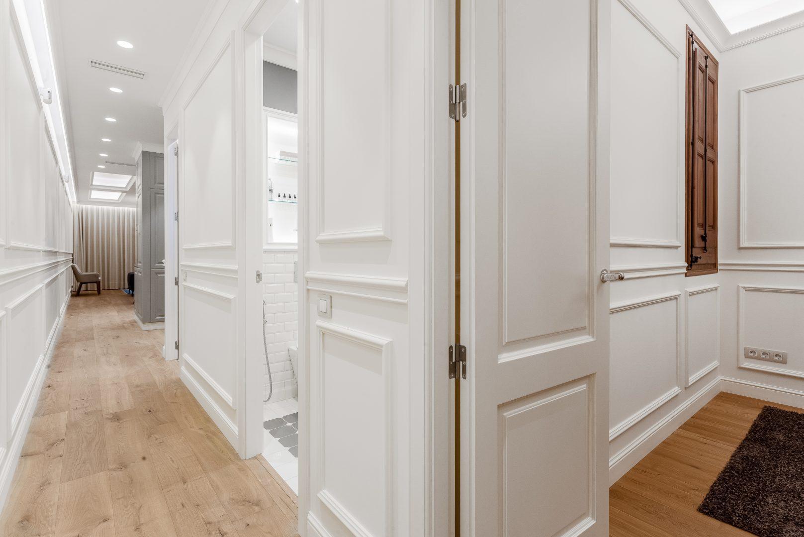 pasillo reforma de piso clásico